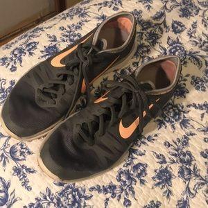 Shoes - Nike grey tennis shoes